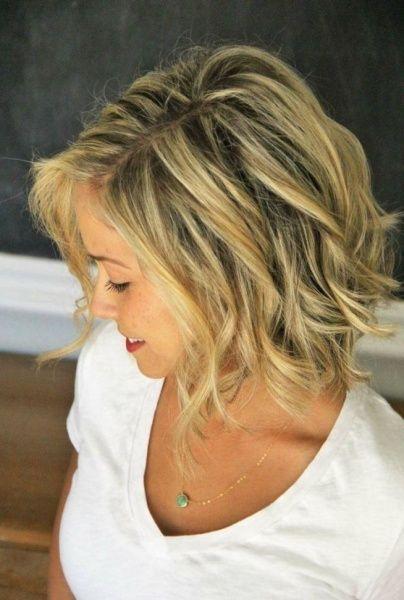 Modne fryzury 2016. Swobodne luźne włosy blond