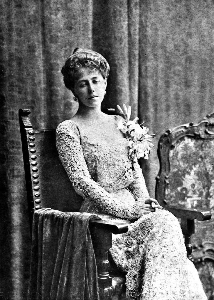 Marie of Romania Marie of Romania wearing an alllace dress Grand Ladies