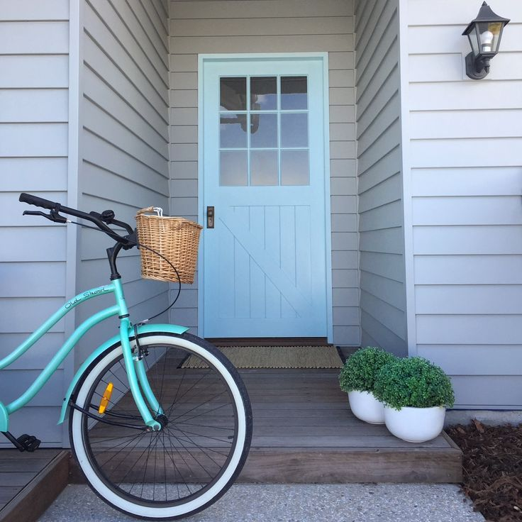 Just add an aqua door with a bike to match for insta Beach house vibes! @the_beach_lounge