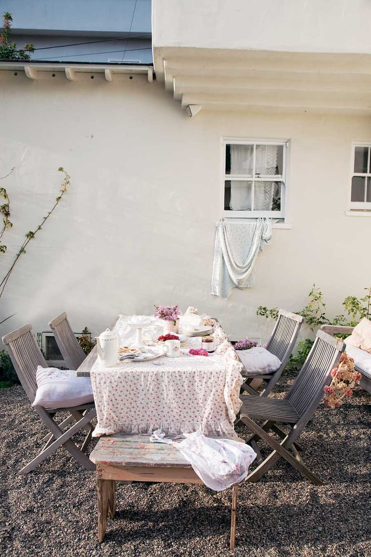 Simply Shabby Chic: Rachel Ashwell Shares Her Design Secrets For A Shabby  Chic Home
