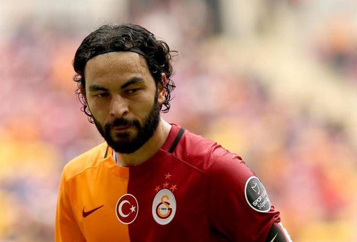 Galatasaray'ın kaptanı Selçuk İnan kariyerinde ilk kez yedek kaldığı bir derbi karşılaşması sonrasındaki ilk antrenmana katılmadı.
