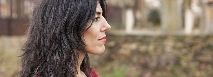 http://www.raquellanseros.com/index.php/2015-11-17-17-47-09/poemas-en-espanol