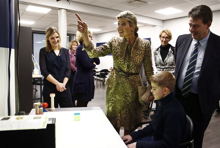 ENSCHEDE - Koningin Máxima heeft dinsdagochtend een verrassingsbezoek gebracht aan revalidatiecentrum Roessingh in Enschede. Bij het zorgcentrum kunnen mensen revalideren. Er wordt ook onderzoek gedaan naar nieuwe technologieën op dat gebied. (Lees verder…)