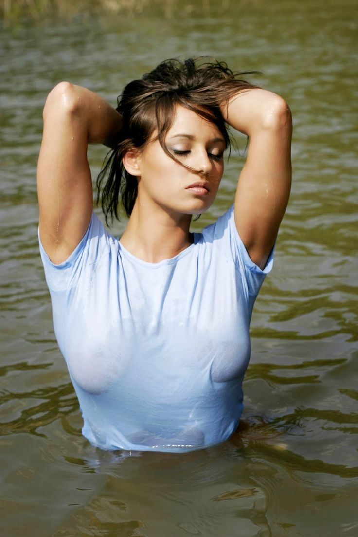 girls in wet tee shirts