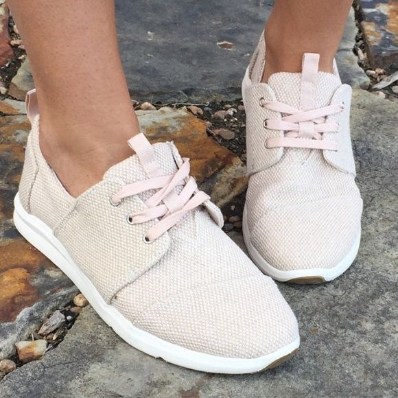 Toms natural canvas textured del Rey sneaker Toms natural canvas textured del Rey sneaker. Sizes 6.5