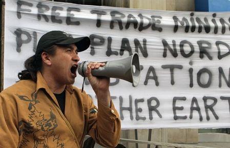 Les autochtones participent au forum, eux qui ont été nombreux à manifester lors du Salon Plan Nord de Montréal, le mois dernier.
