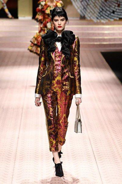 c01244ffc514 Dolce   Gabbana Spring 2019 Ready-to-Wear Fashion Show in 2018 ...