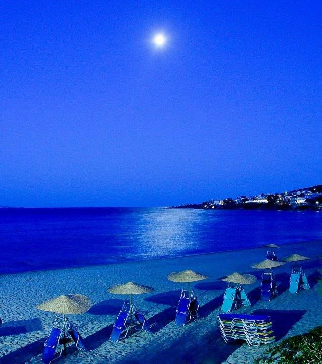 Fullmoon at Karfas in Chios