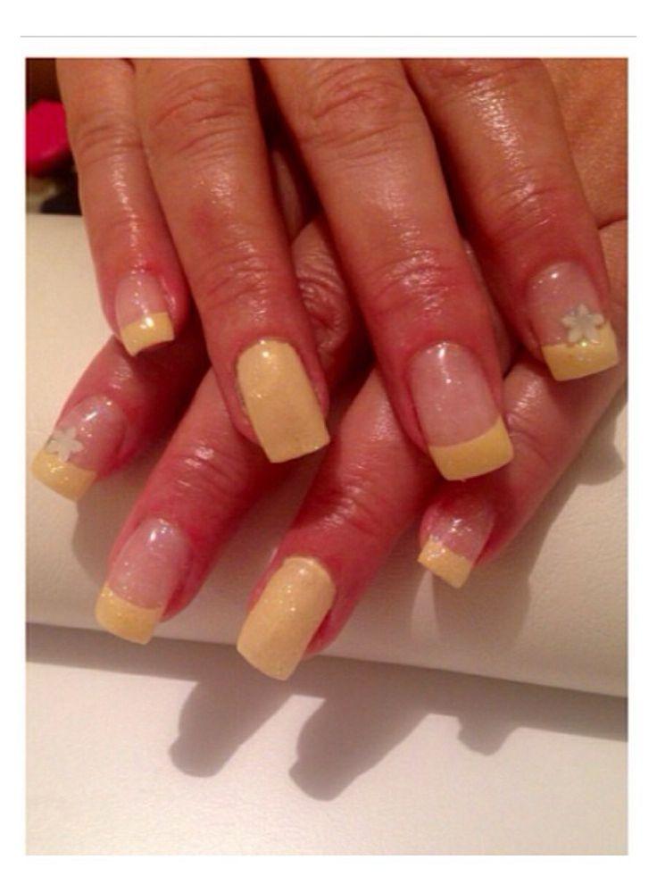 Yellow #yellow #flowers #nailsbyme
