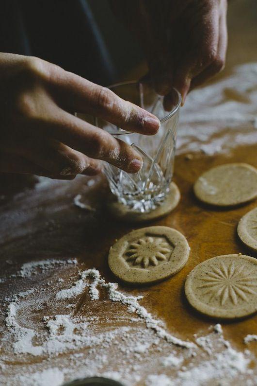 Sara Kate Studios | glass bottom pressed cookies