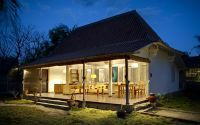 The villa at night, a cozy and charming home to spend your holiday.