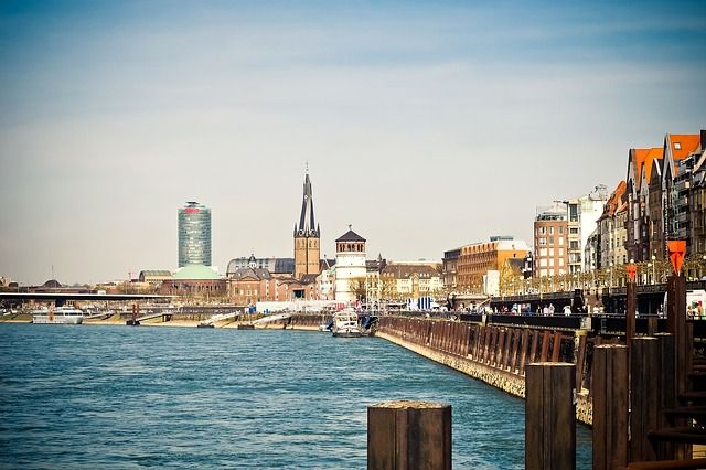Immobilienmarktbericht Düsseldorf 2017: Kluft zwischen Stadtbezirken wächst. https://neubau-duesseldorf.com/2017/11/14/immobilienmarktbericht-duesseldorf-2017-kluft-zwischen-stadtbezirken-waechst/ #Immobilienmarktbericht#Immobilien #Düsseldorf