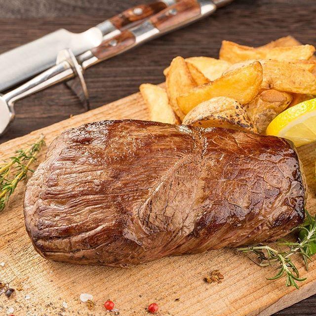 🍖毎月29日は「肉の日」🍖馬肉バル ジーワン 飯田橋店」は、2017年5月29日(月)から毎月29日に実施している「肉の日」を大幅リニューアルいたします。 ランチからディナータイムまで一日を通してお楽しみいただける内容となっております。 . 【ディナータイム キャンペーン概要】 全6種類にも及ぶ看板「馬肉メニュー」が最大79%OFF。 目玉の馬肉の2ポンドプレートは5,000円以上の値引きとなります。 . ●キャンペーンその2●究極かたまり肉 馬肉の1ポンドステーキ 3,980円 → 829円 . 【ランチタイム キャンペーン概要】 サラダ、スープ、ドリンクも付いたお得でヘルシーな馬肉ランチメニュー全3種をワンコインでお召し上がりいただけます。 . ・馬肉ハヤシライス 780円→500円 ・ローストホース丼 880円→500円 ・馬と豚の半馬ーグ 780円→500円 . ディナー、ランチ共に提供条件は食べログをチェック📲 . . . #肉の日 #ジーワン飯田橋 #G1飯田橋 #飯田橋 #馬肉 #馬肉専門店 #野菜 #馬刺し #肉 #🍖 #肉スタグラム #肉食 #肉食女子…