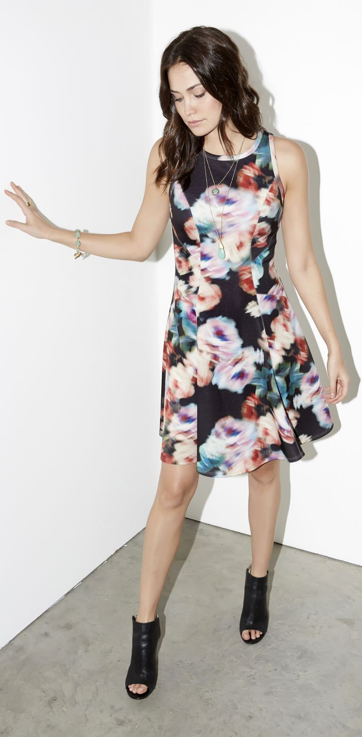 Colorful blurred roses gently rebel against traditional floral prints to give an artsy, abstract feel to a sleeveless scuba dress with a flirty fit-and-flare silhouette.
