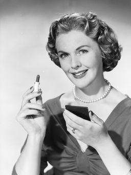 Рассказываем, каким может быть праздничный макияж для женщины 45 лет