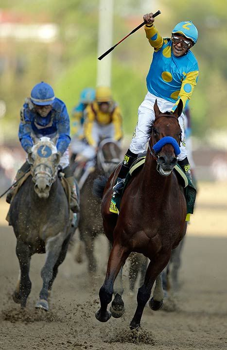 American Pharaoh wins the Kentucky Derby Run for the Roses 2015 | Jockey Victor Espinoza