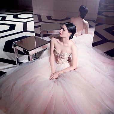 ピンクのチュールの花嫁衣装・ウェディングドレスのまとめ一覧です♡