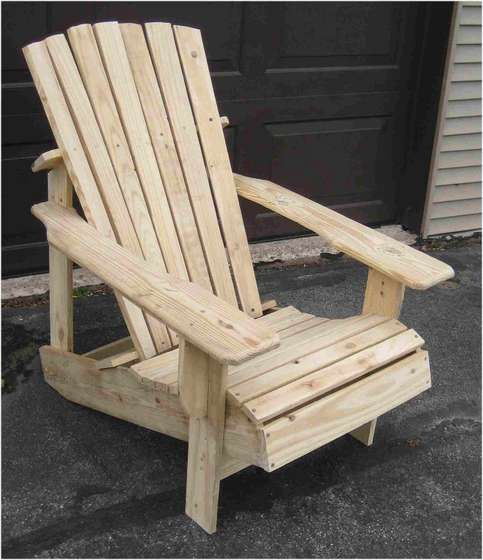 Adirondack chair made from pallets DIY