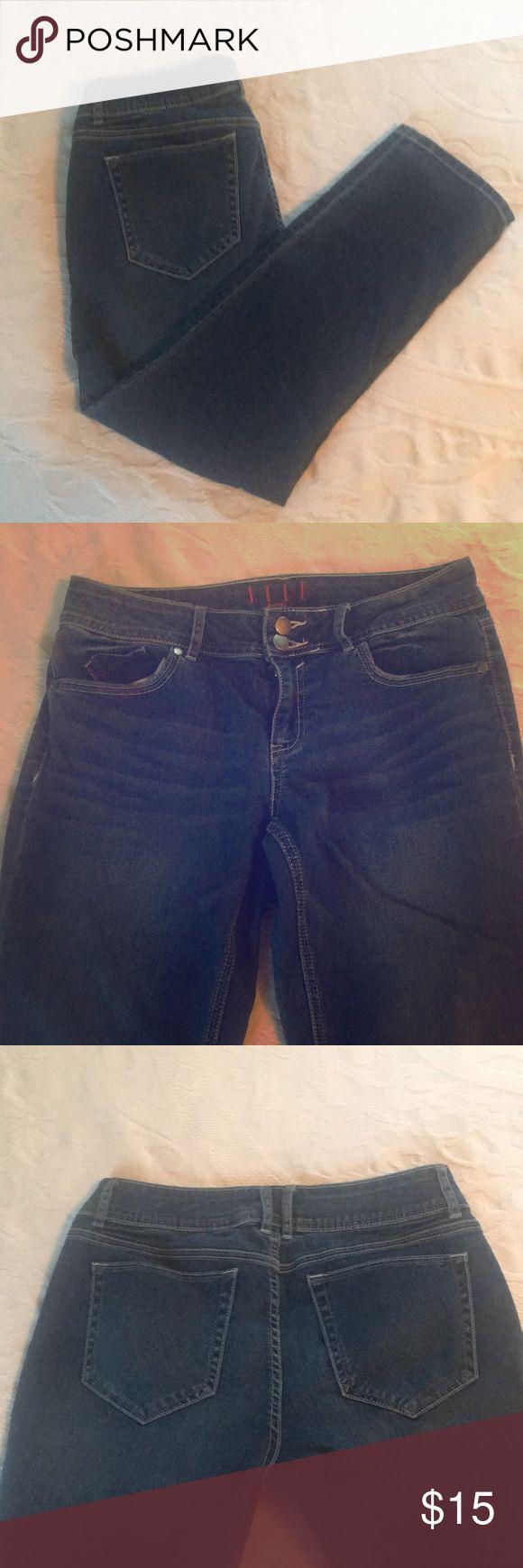 Elle Paris Jeans Super cute and comfortable Elle in Paris Jeans size 8 and short Elle Jeans Boot Cut