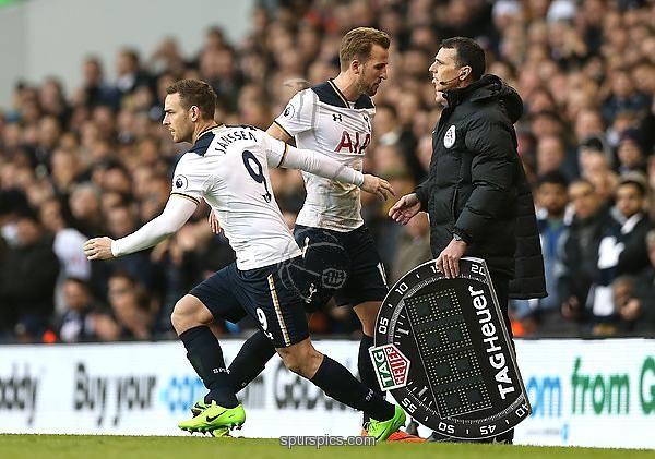 LONDON, ENGLAND - MARCH 05: Vincent Janssen of Tottenham Hotspur replaces Harry Kane of Tottenham Hotspur during the Premier League match between Tottenham Hotspur and Everton at White Hart Lane on March 5, 2017 in London, England