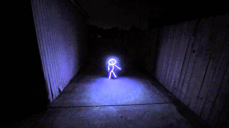 """Disfraz de """"dibujo de persona con palitos"""" hecho con LEDs - http://2ba.by/u5hs"""