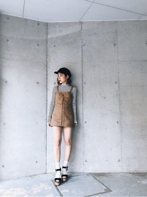 コルセットデザインの女性らしい 綺麗なシルエットが出るのがSLYらしい♡   私はショーパンを合わせて ミニワンピ風に着ていますが TOPSなのでデニムと合わせても可愛いので 色んな着こなしが出来そう!