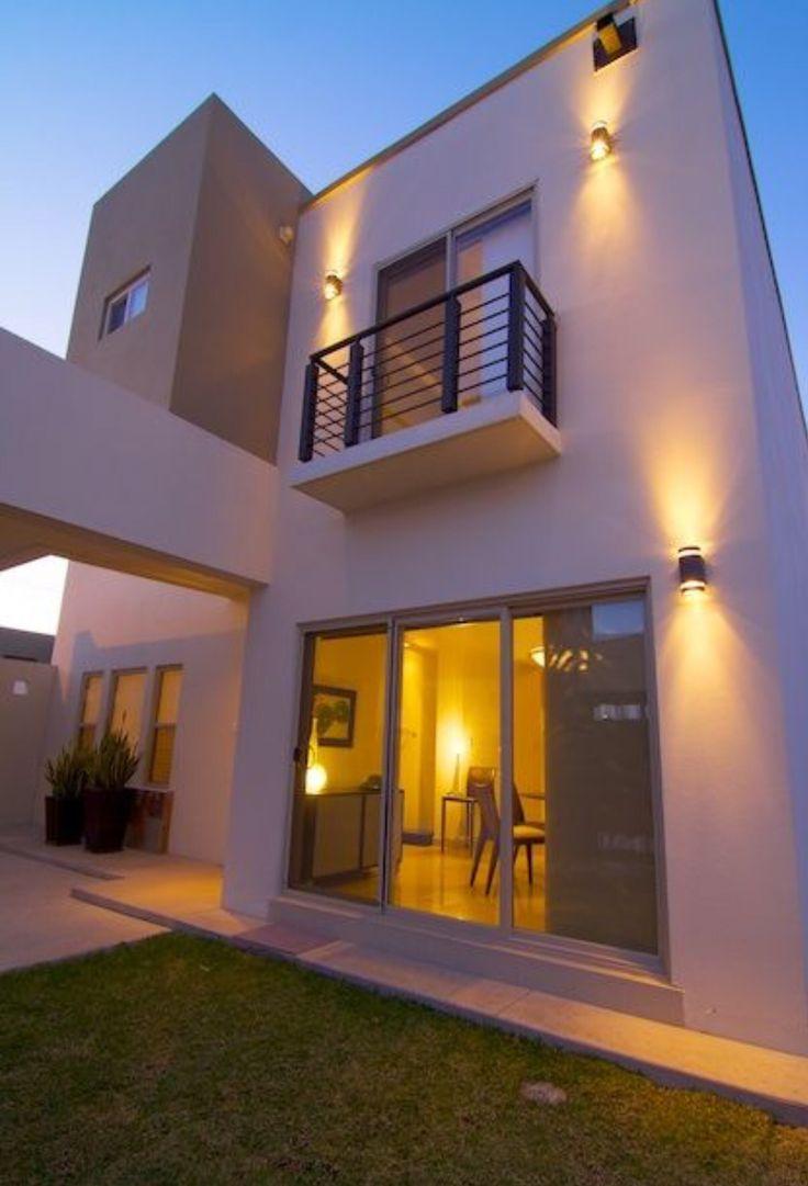 Casa peque a casas interiores y exteriores pinterest for Fachadas de casas interiores
