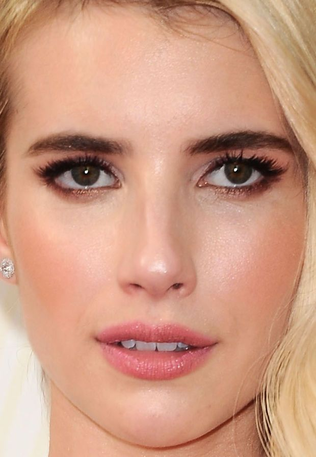 Close-up of Emma Roberts at the 2015 Emmy Awards. http://beautyeditor.ca/2015/09/21/emmy-awards-2015