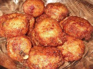 Υλικά:     1 κιλό πατάτες  1 κρεμμύδι ξερό τριμμένο  3 κ.σ μαιντανό ψιλοκομμένο  6 φέτες ζαμπόν κομμένο σε μικρά κυβάκια  2 αυγά(χωρισμ...