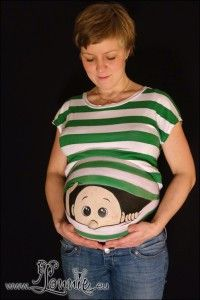 mavemaling med en baby der kigger ud :)  Belly painting with baby peeking out :)