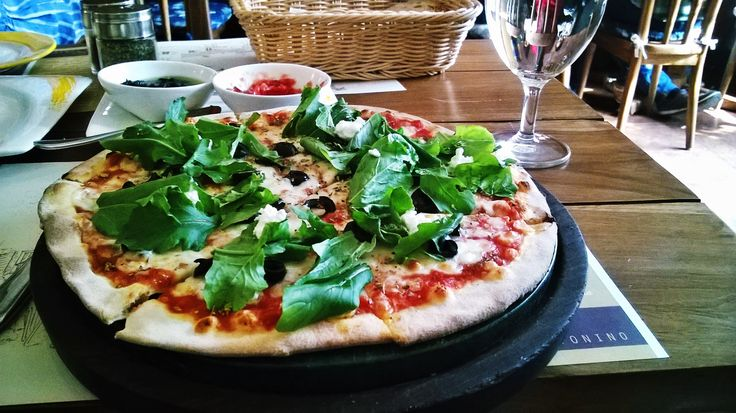 Caffe Tonino's Pizza Greca: Mozzarella, Rucola, Feta & Olives