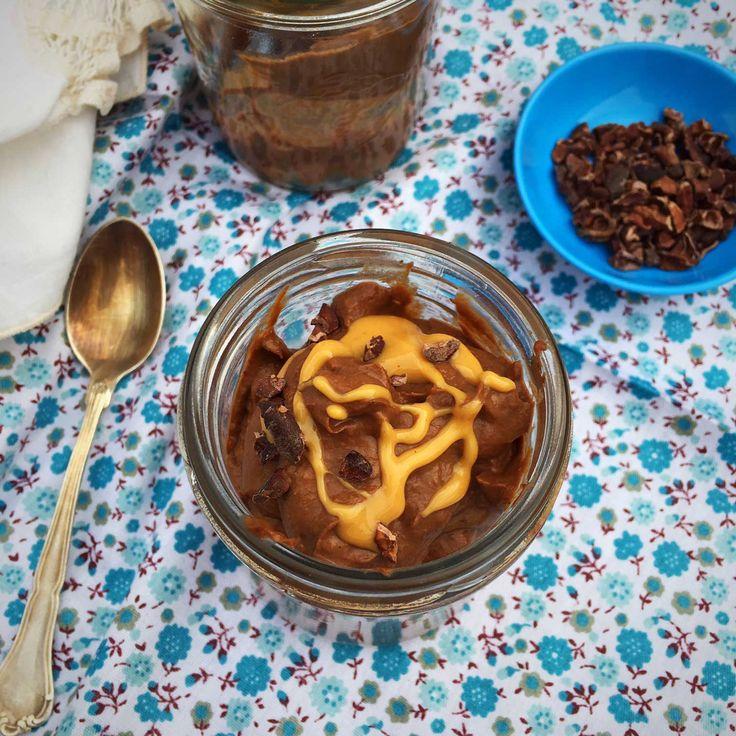 Chokolademousse med peanutbutter og avocado - dejlig, cremet low carb dessert. Opskrift her: Madbanditten.dk