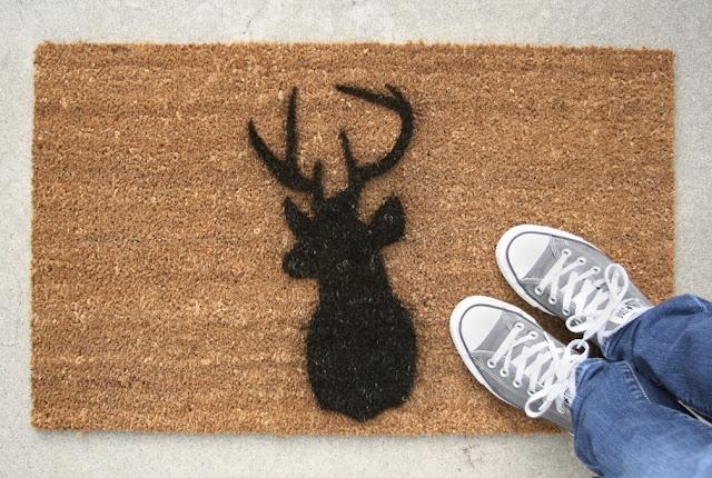 DIY Stencil doormatTeeny Tutorials, Crafts Ideas, Gift Ideas, Diy Gift, Sillhouette Doormat, Deer Head, Diy Doormat, Diy Sillhouette, Mats