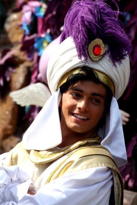 Who is thiss?? He's pretty much what I imagined Aladdin would look like in real life! So amazing (hot) *-*