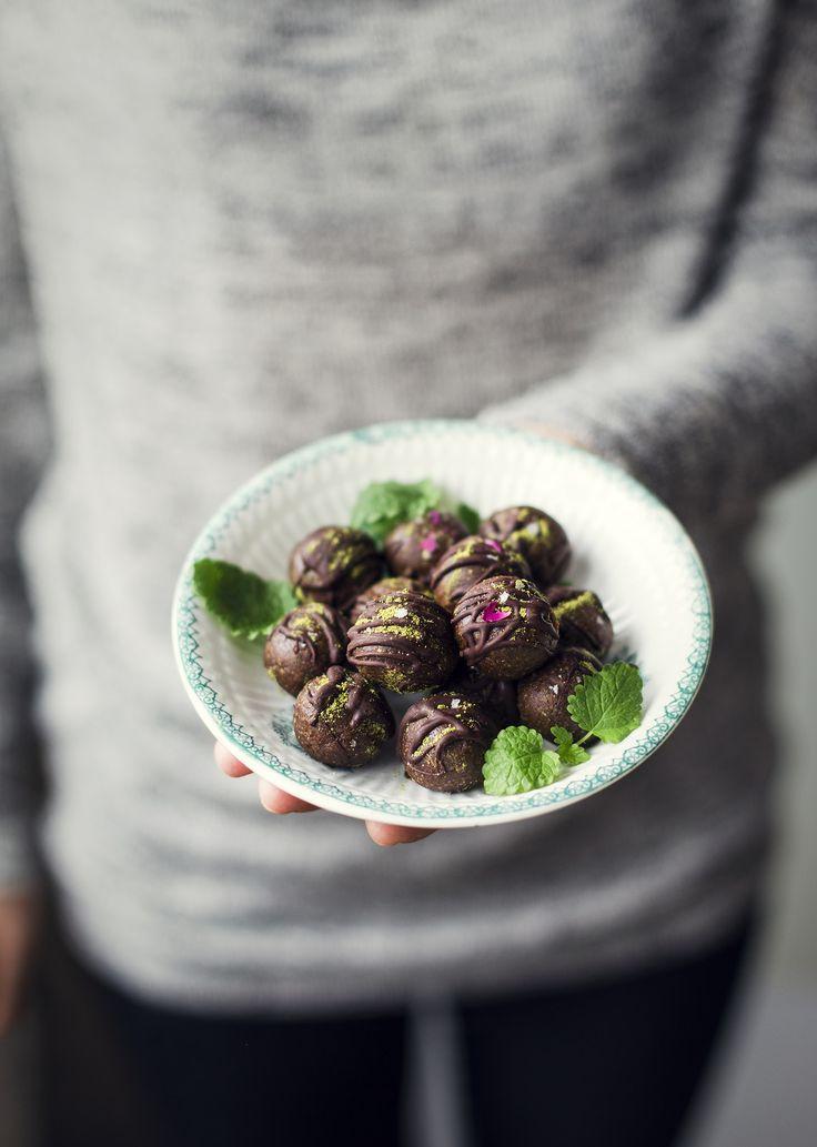 I samarbete med fina butiken Medvetna.se har jag tagit fram två stycken recept med det fantastiska Moringapulvret! Aduna Moringa är ett ekologiskt superfood-pulver tillverkat av torkade blad från...