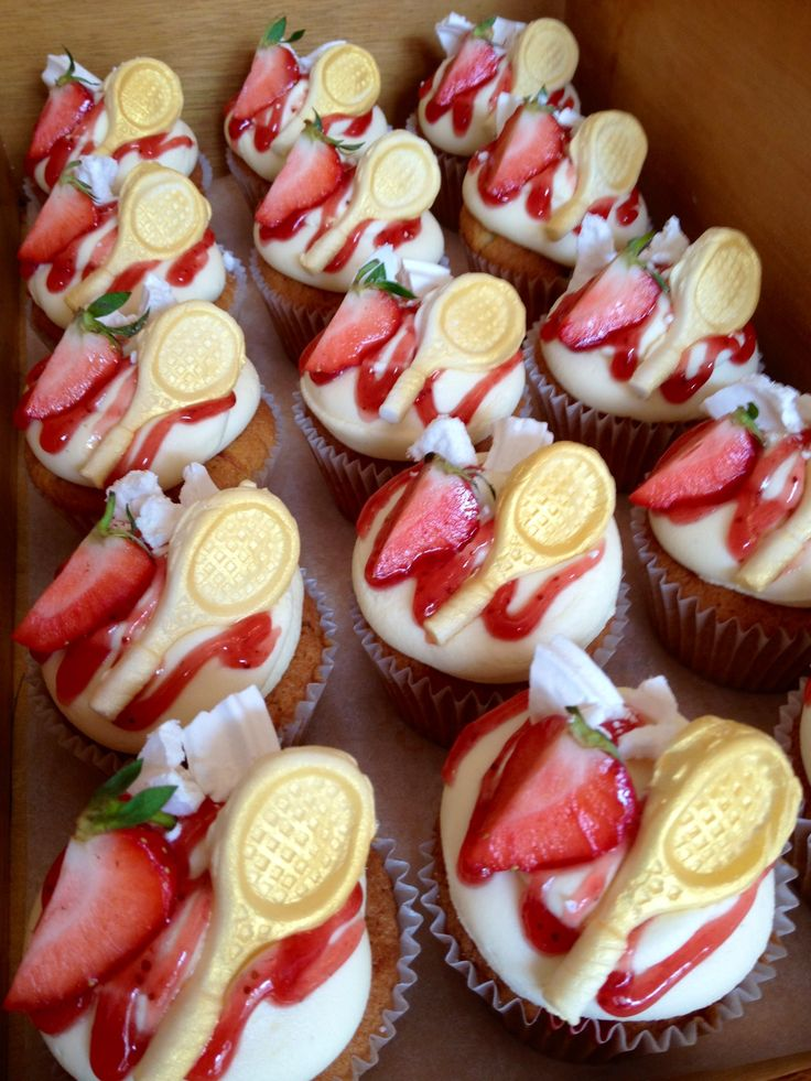 Go go Andy Murray... We all went mad for these Strawberries & Cream Wimbledon 2012 cupcakes!