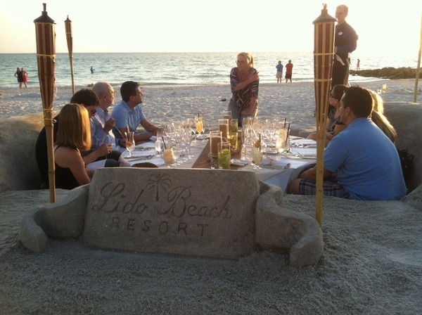 Love this dining idea from the Lido Beach Resort in Florida