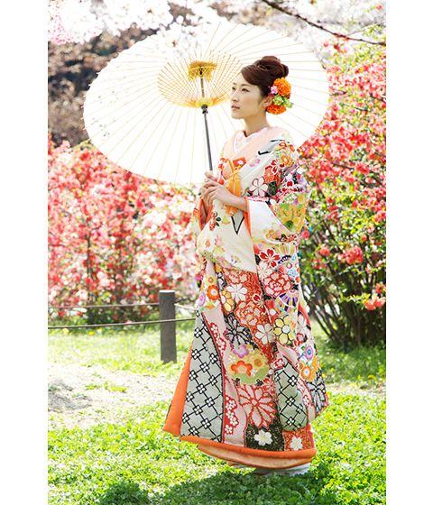 http://www.tagaya.co.jp/kimono/img/uchikake/pic/pic_04.jpg