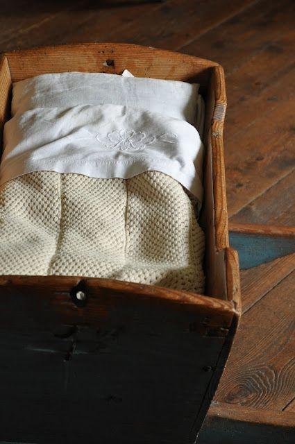Children's room - Vintage cradle - Himmelsberga Museum - Via Hwit Blogg