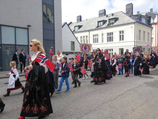 Norway's national day is celebrated with children's parades all over the country. It's a day where the kids can eat what they want (kake, frokost, mat) and have fun. | carenshope.com