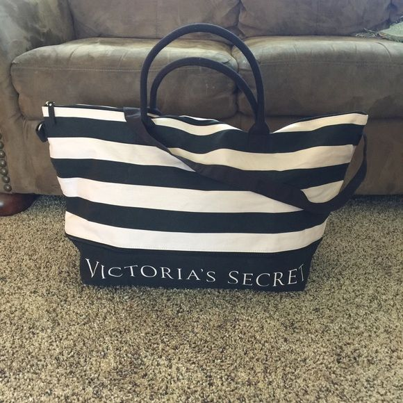 NWOT Victoria's Secret Duffel bag This has never been used! Expandable Victoria's Secret Bags Travel Bags