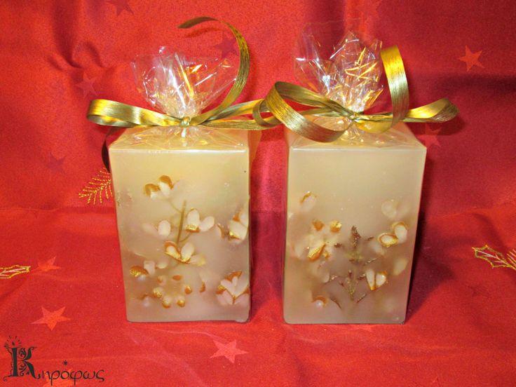 Μικρά ορθογώνια κεριά με χρυσά σχέδια και άρωμα αχλάδι.
