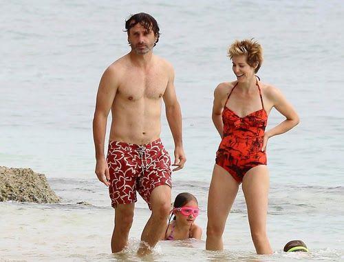 Andrew Lincoln disfruta de unos días de playa con su familia ~ ActorsZone