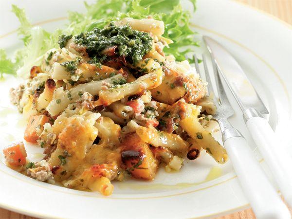 Pesto-maalvleis-en-macaroni-gebak. Die idee vir hierdie gereg met sy lekker roomsous kom van Belinda Roos van Welkom.