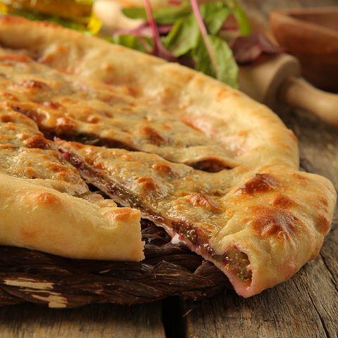 Пирог со свекольной ботвой и сыром