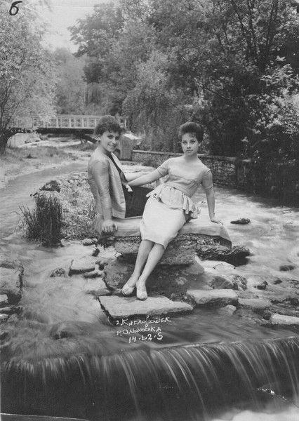 Gala Avkaeva (My Mother) and her friend Olga  Sinel'shchikova