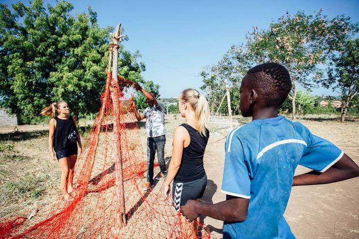 Community sport volunteering i Tanzania. http://www.artintanzania.org/en/internships-in-tanzania-africa/types-of-projects/sports-coaching-volunteer-tanzania-africa?utm_content=buffer43e4b&utm_medium=social&utm_source=pinterest.com&utm_campaign=buffer