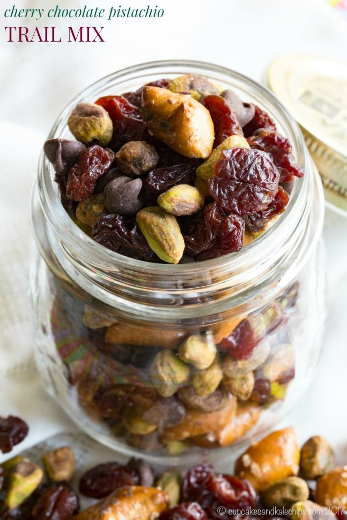 Cherry Chocolate Pistachio Trail Mix - a sweet and salty snack mix that will satisfy you with protein and fiber when afternoon hunger strikes. In the office or outside having fun, you'll love this combination of dried cherries, chocolate chips, pretzels, and Wonderful Pistachios from @getcrackin. #AD