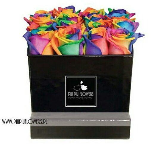 Tęczowe róże flower box kwadratowy Piu Piu Flowers