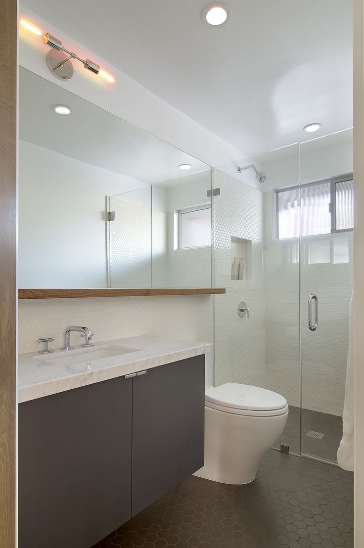 another cup rail and extended mirror scenario, in the same configuration as our bathroom.